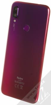 Xiaomi Redmi Note 7 4GB/128GB červená (nebula red) šikmo zezadu