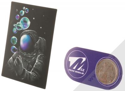 Samolepka Kosmonaut vyfukuje bublifukem naši galaxii 2 měřítko